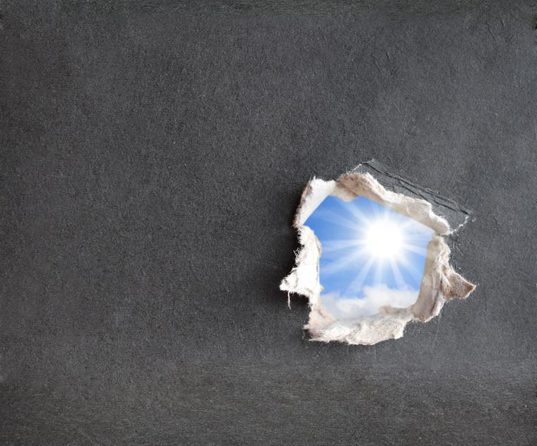 Hole with light - Fotolia_12917657_S